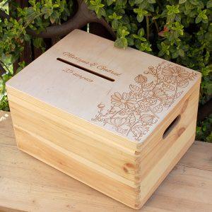 Skrzynka nakoperty – duża, drewniana, otwierana, zozdobnym grawerem
