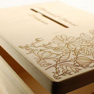 Skrzynka na koperty - duża, drewniana, otwierana, z ozdobnym grawerem
