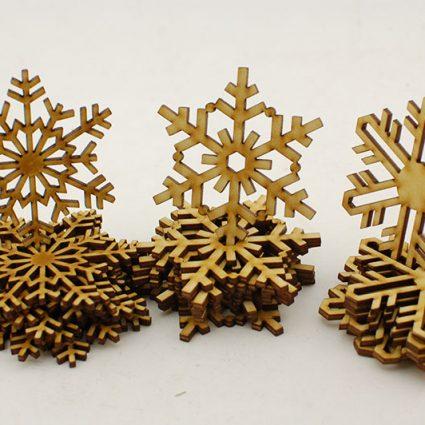Śnieżynki jako ozdoba choinki - zimowe, świąteczne dekoracje