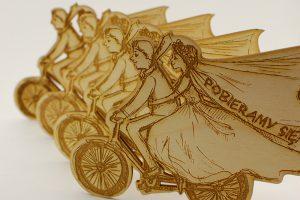 Zaproszenia drewniane grawerowane laserowo - rowerowe